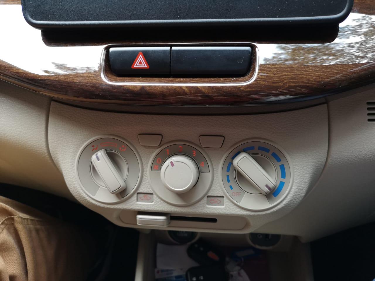 Jaga Kebersihan Interior Mobil, agar KECOA tidak muncul di dalam kabin !