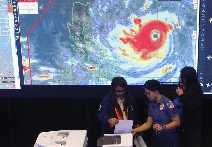 Badai super Mangkhut mengancam Filipina