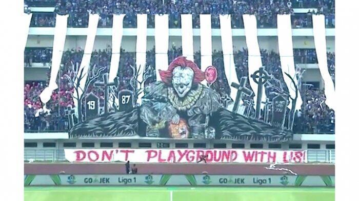 Tulisan 'Don't Playground With Us' di Koreografi Raksasa Bobotoh Jadi Olok-olok