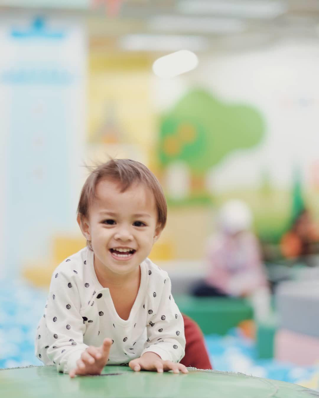 10 Bayi Artis Berwajah Bule Ini Gemesnya Maksimal, Imut Parah!