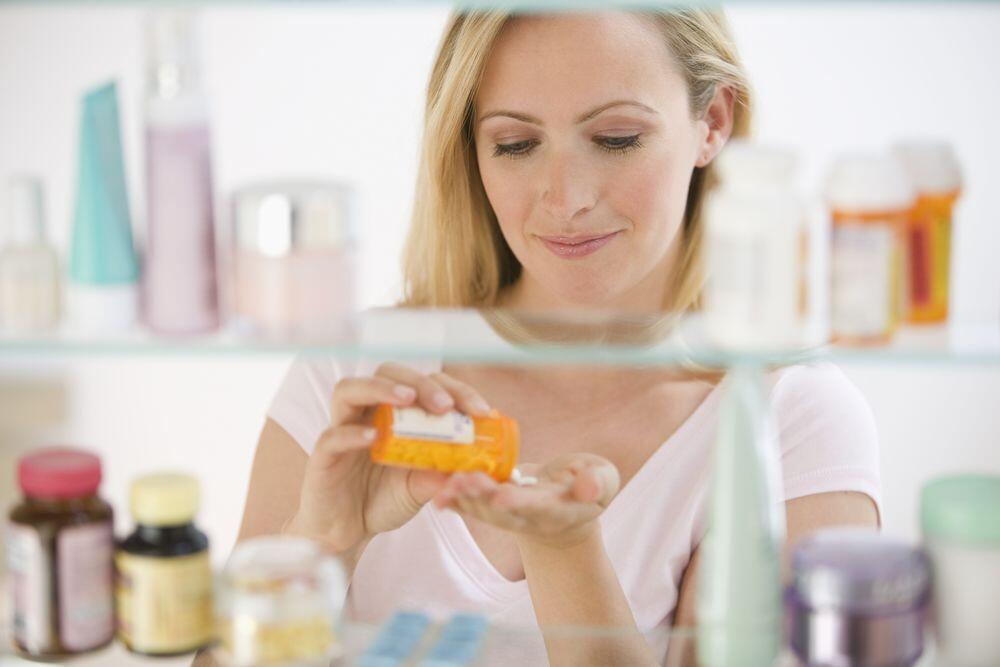 Apa Sih Bedanya Minum Obat Sebelum dan Sesudah Makan? Ini Jawaban Ahli