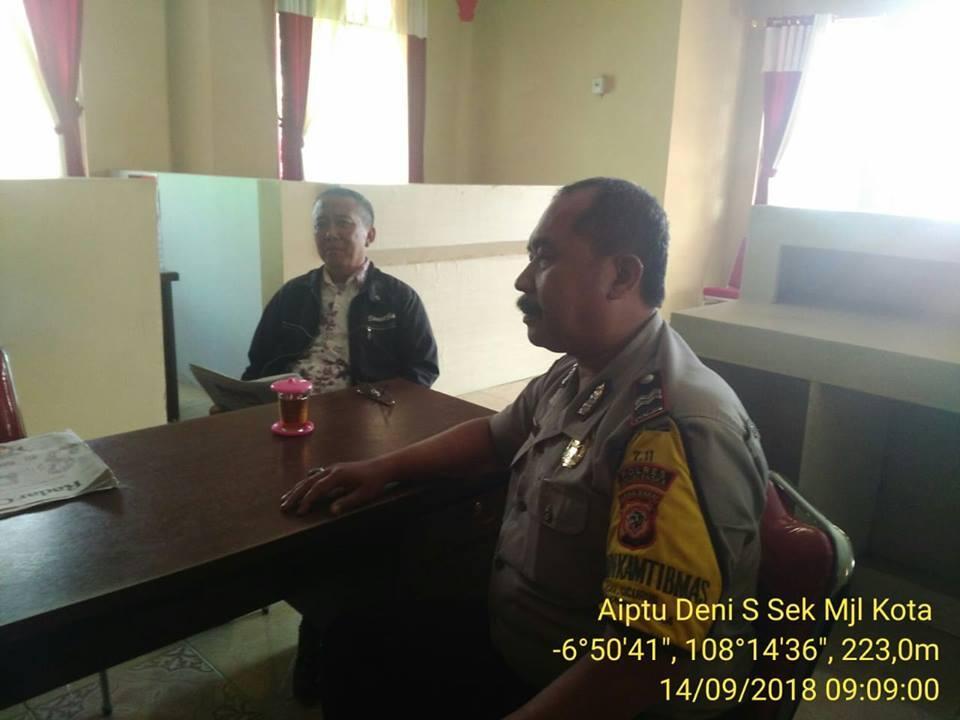 Bhabinkamtibmas Sambangi Kantor Kelurahan, Sampaikan Pesan Kamtibmas