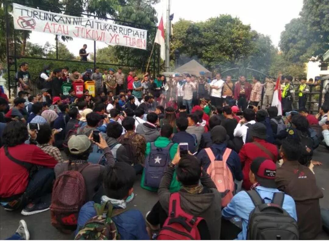 Sempat Ricuh, Anggota DPRD Kota Tangerang Temui Demonstran