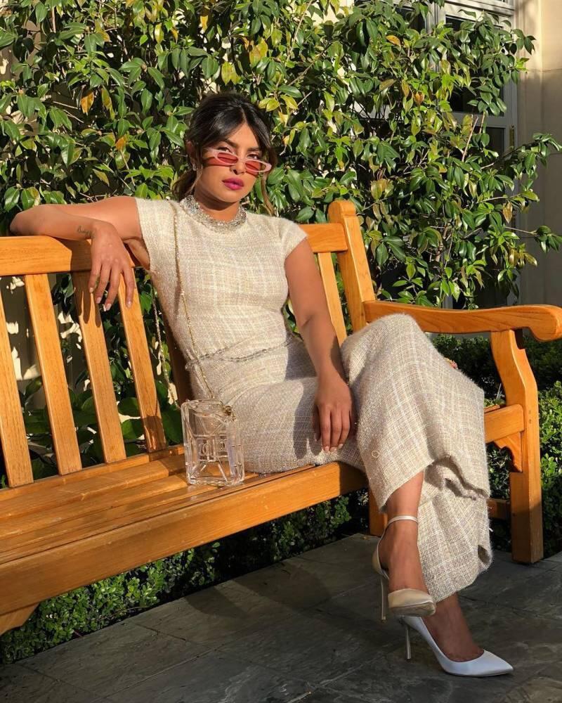 Curi 8 Gayanya Priyanka Chopra Ini! Nggak Terbuka, Cocok sama Budaya Ketimuran