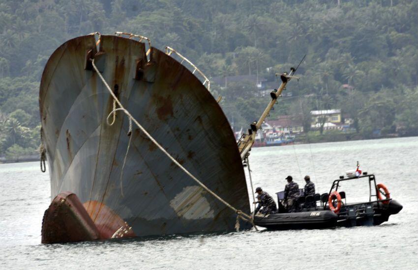 Kapal Terbakar di Perairan Balut, 10 Orang Tewas