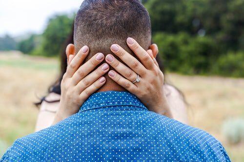 Jika Bertahan Sulit, Lakukan 5 Hal Ini untuk Menguatkan Cintamu