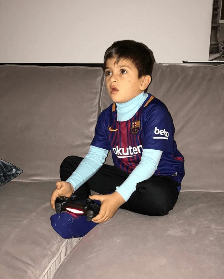 Sudah Sekolah, Ini 11 Potret Thiago Messi yang Menggemaskan