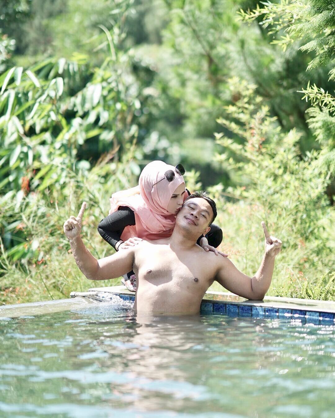 Sempat Dikira Settingan, 10 Potret Mesra Vicky Prasetyo & Angel Lelga