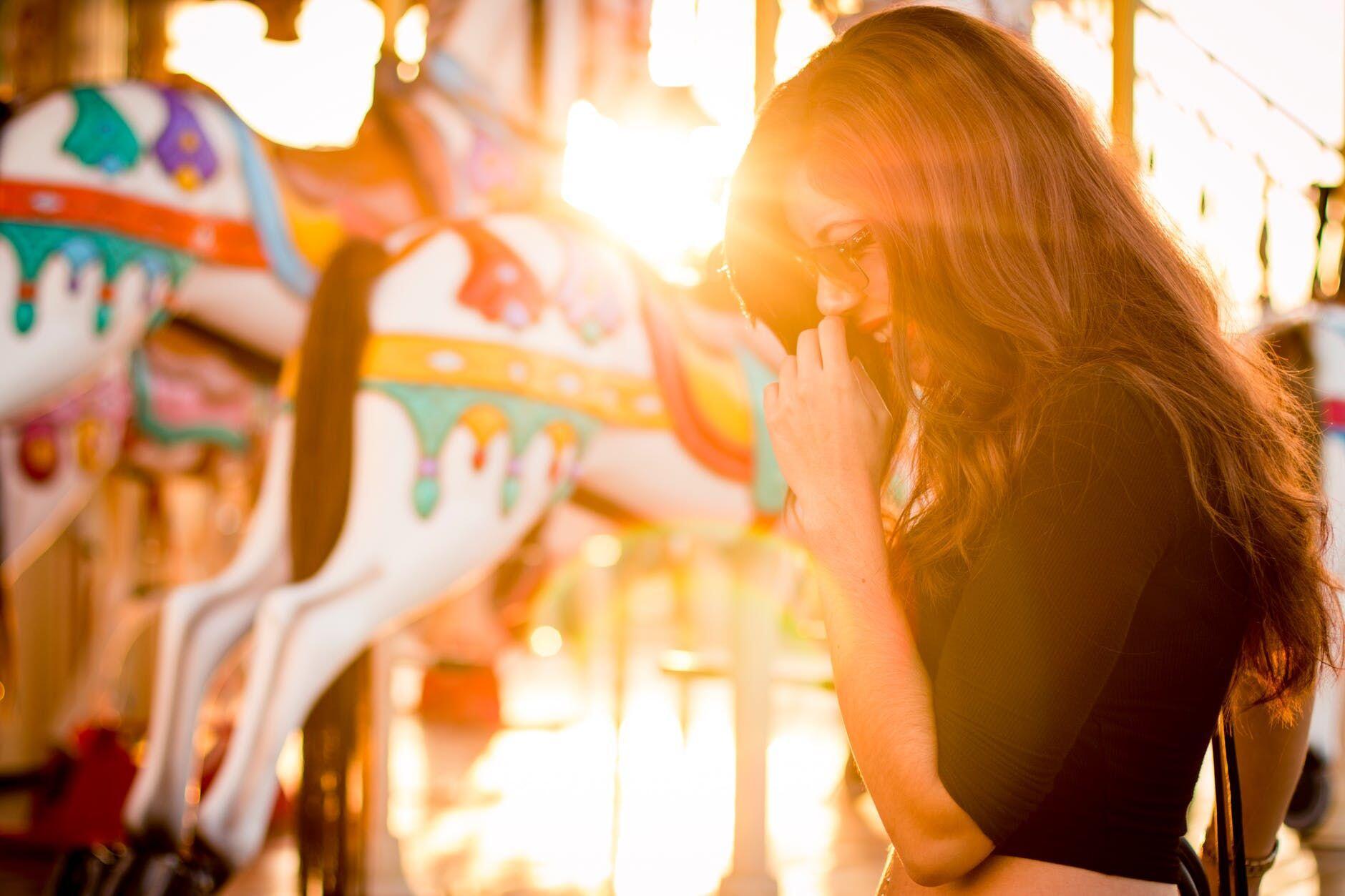 Ini 5 Kelebihan Jika Kamu Menjalin Hubungan dengan Wanita Periang