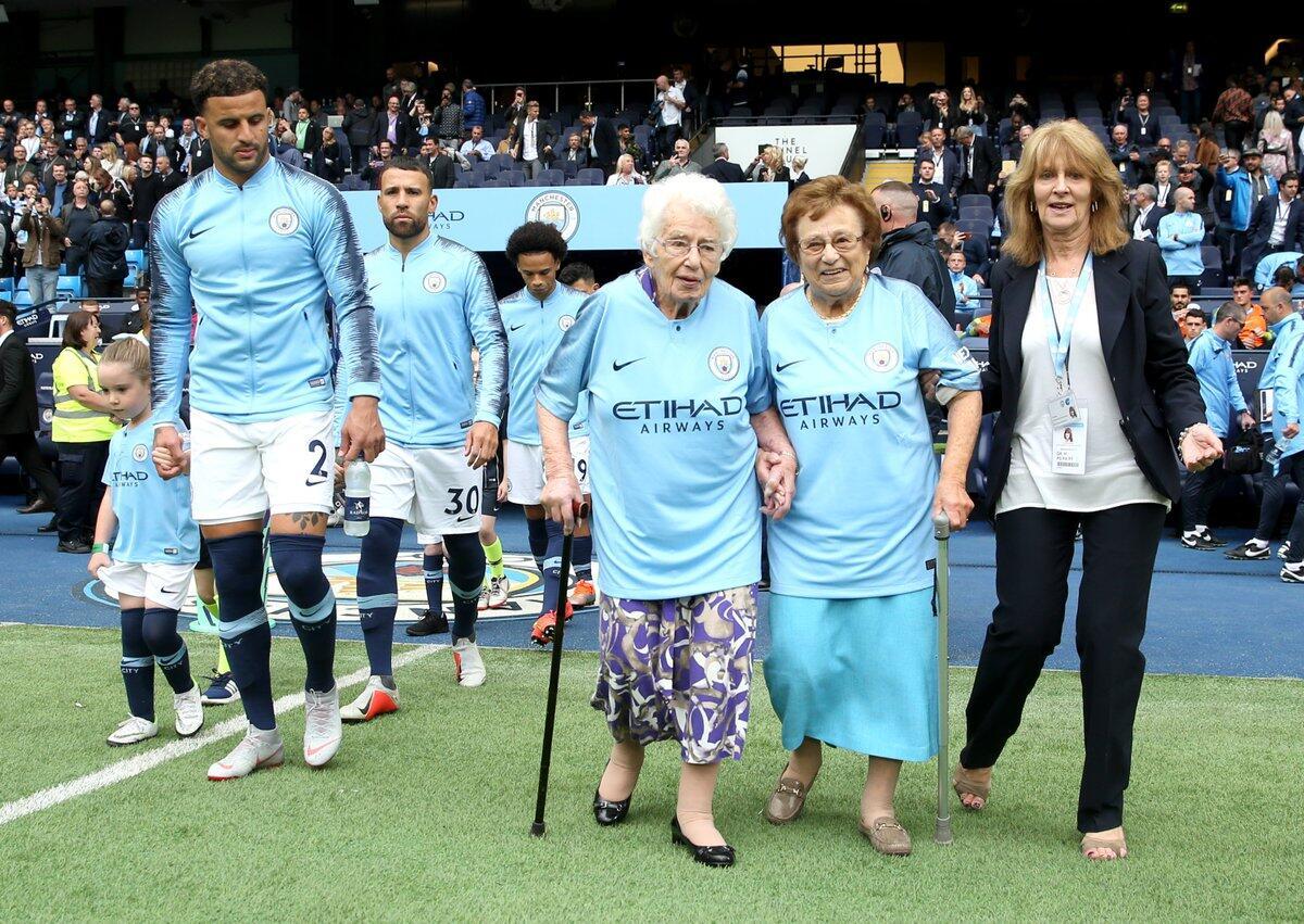 Nenek-nenek Renta Saja Bela Total Manchester City Gan, Kalau Kamu Gimana?