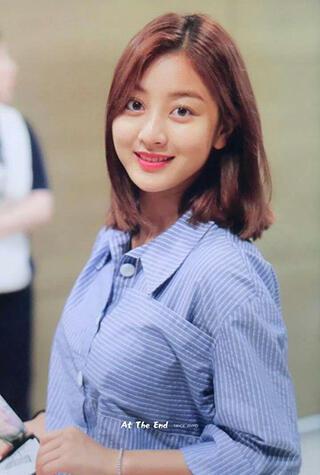 Potret Cantik Jihyo Twice Yang Ternyata Lebih Cantik Dengan Rambut Pendeknya