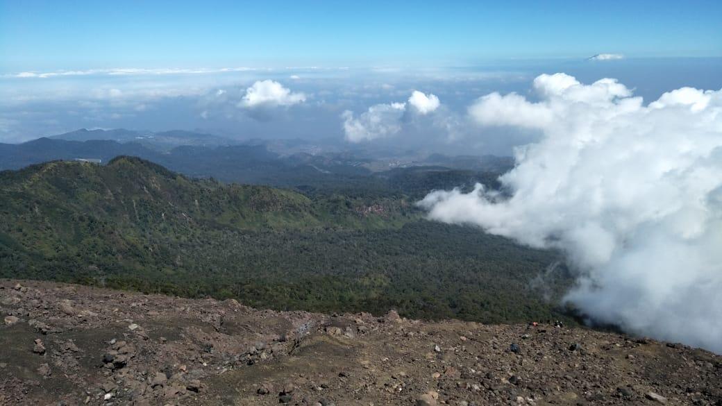 Si Pemalas yang Suka Naik Gunung Untuk Mengenal Diri Sendiri #AslinyaLo
