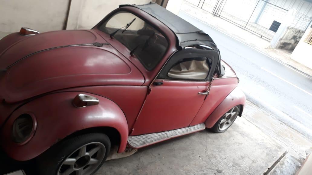 Mobil Antik di parkiran