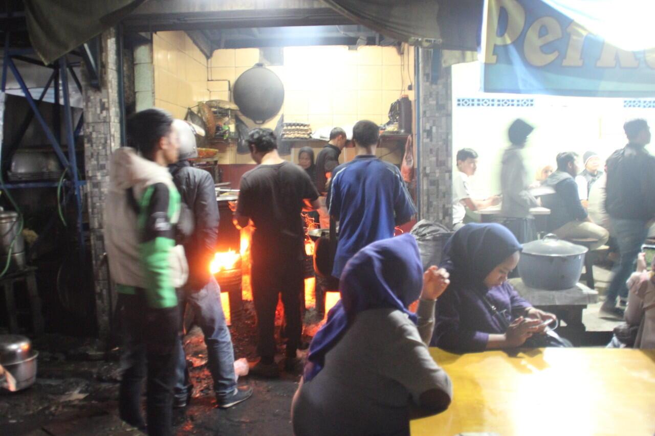 [COCooking] Perkedel Bondon, Jajanan Malam Legendaris Kota Bandung Sejak 1982