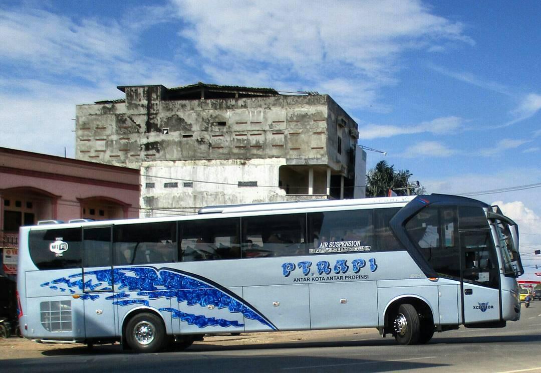 Beragam Corak Batik yang Menghiasi Body Bus AKAP