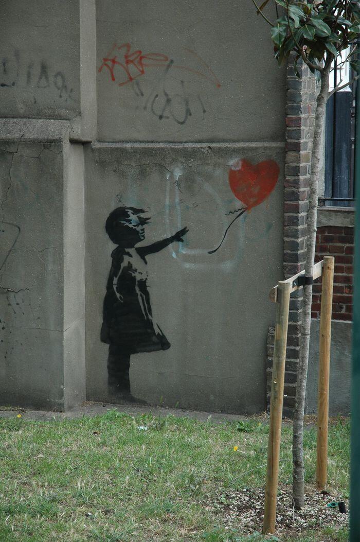 Kejutan Banksy: Merajang lukisan Rp20 M di Sotheby's