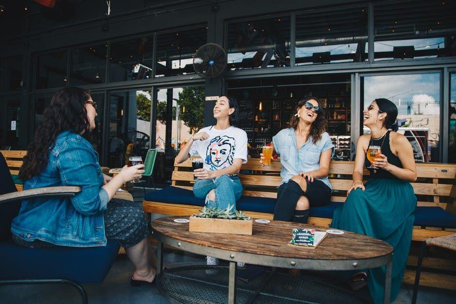 Biar Gak Ngeselin, Ini 5 Tips Menjadi Orang Pendiam yang Menyenangkan