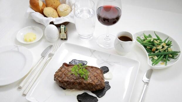 10 Makanan Mewah dan Lezat Ini Hanya Disajikan di Pesawat First Class