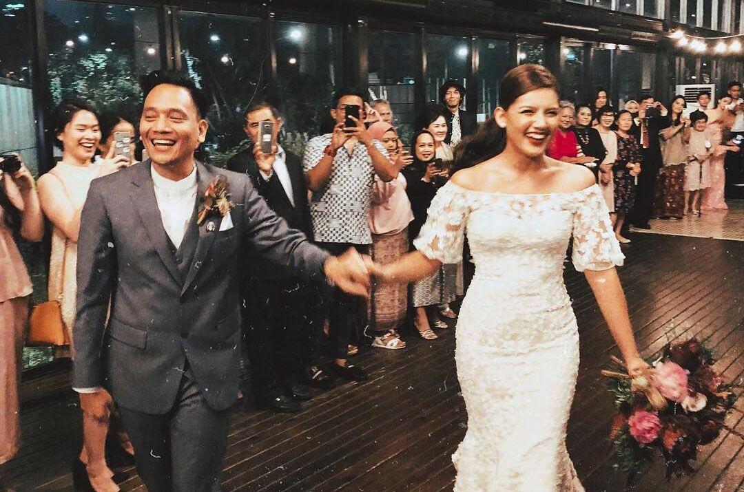 Elegan, 10 Potret Syahdu Pernikahan Monita Tahalea & Bayu Risa