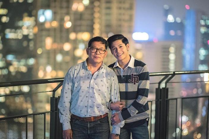 Hidup tanpa Ibu, Ini Potret Aktor Thailand Singto Bahagiakan Sang Ayah