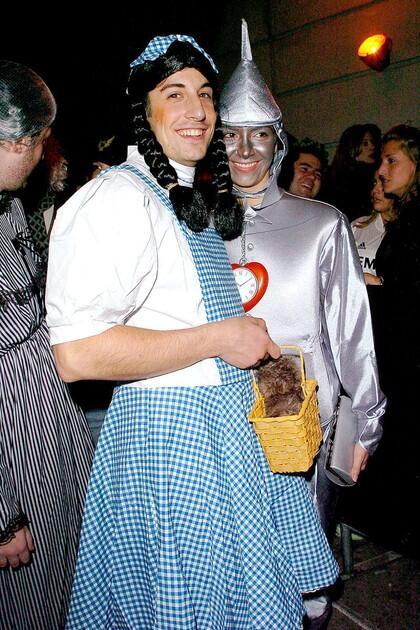 Bukan Seram, Selebriti Ini Malah Pakai Kostum Halloween yang Aneh