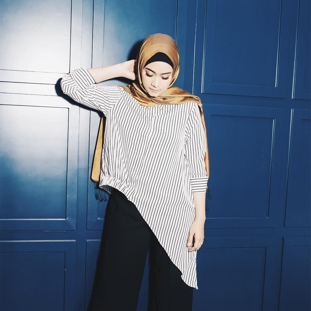 13 Style Elegan Seleb Berhijab Contekan Cewek Bertubuh Mungil