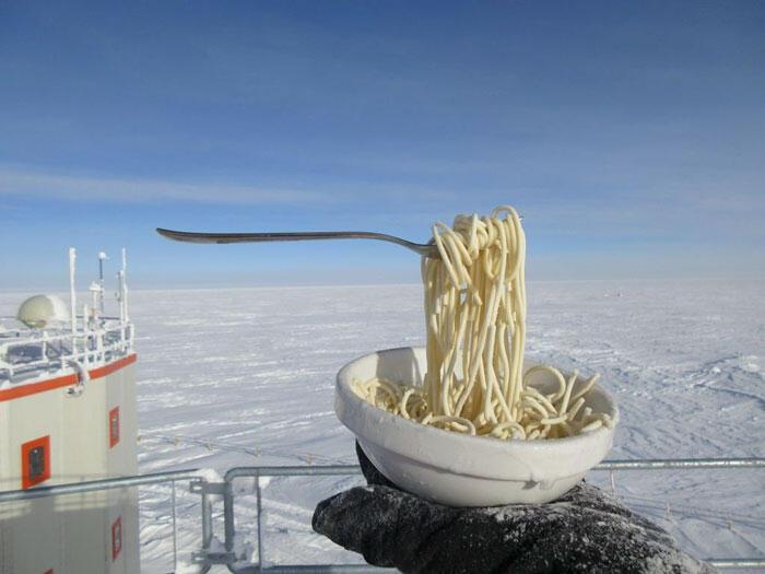 Ilmuwan Ini Bagi Foto Lucu Dirinya di Antartika dengan Suhu -80 derajat Celcius