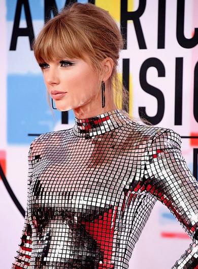 Taylor Swift Borong Piala American Music Awards 2018