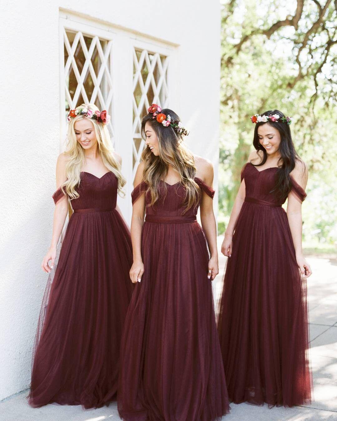 10 Inspirasi Warna Gaun Bridesmaids Kekinian untuk Pernikahan Impian!