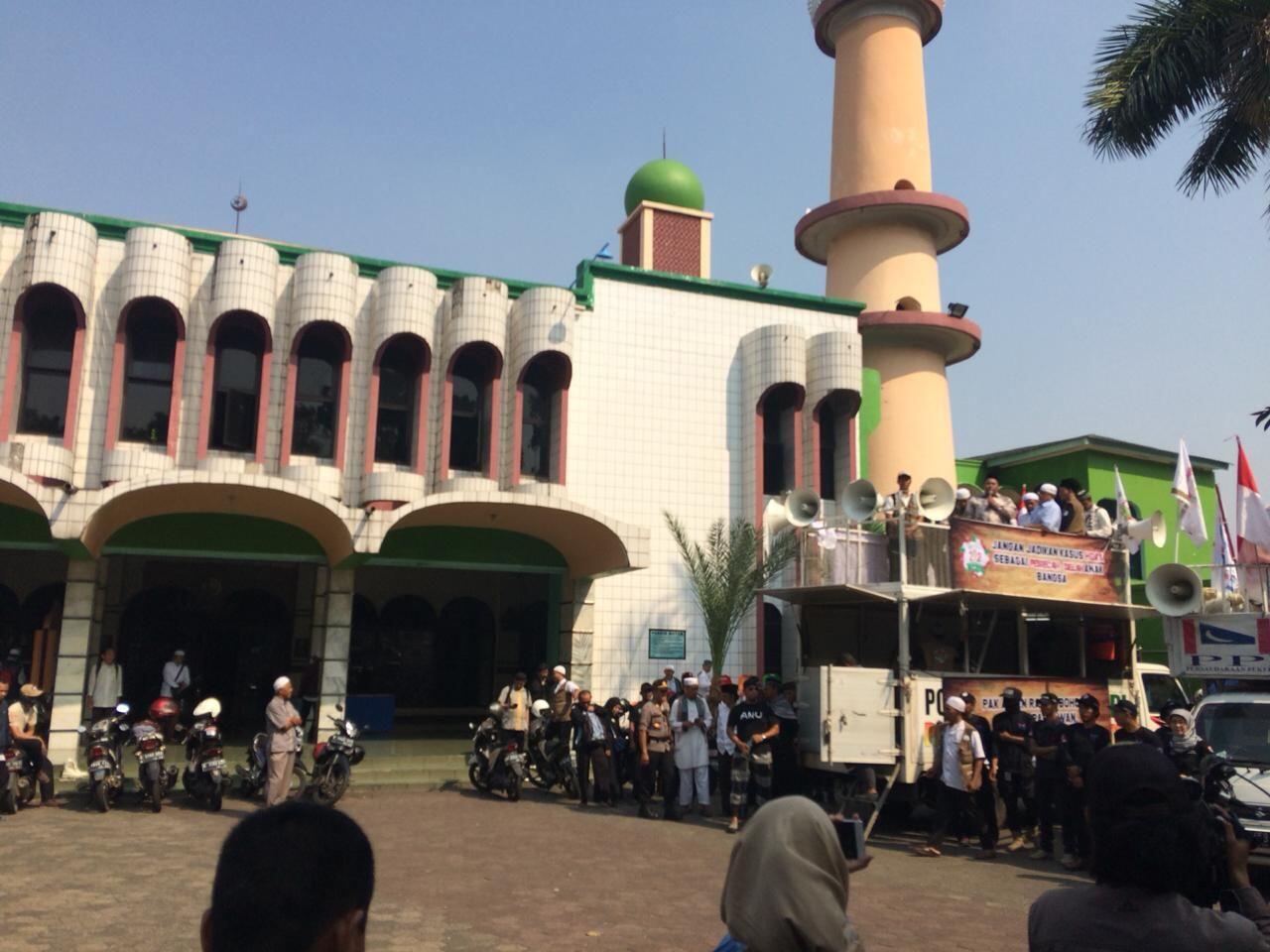 Seribuan Massa PA 212 Kawal Amien Rais ke Polda Metro Jaya
