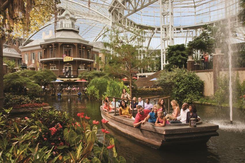 Antimainstream Banget, 7 Hotel Ini Punya Taman Bermain Keren Lho!