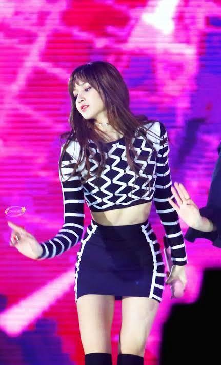 Terlalu Terbuka! 5 Artis K-POP Yang Tak Nyaman Dengan Pakaian Pilihan Stylishnya!