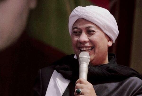 Bukan Cuma Rhoma Irama, Artis-artis Ini Ngaku Punya Istri Lebih dari Satu