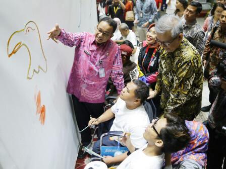 Anies Resmikan Lukis Mural Oleh Penyandang Disabilitas