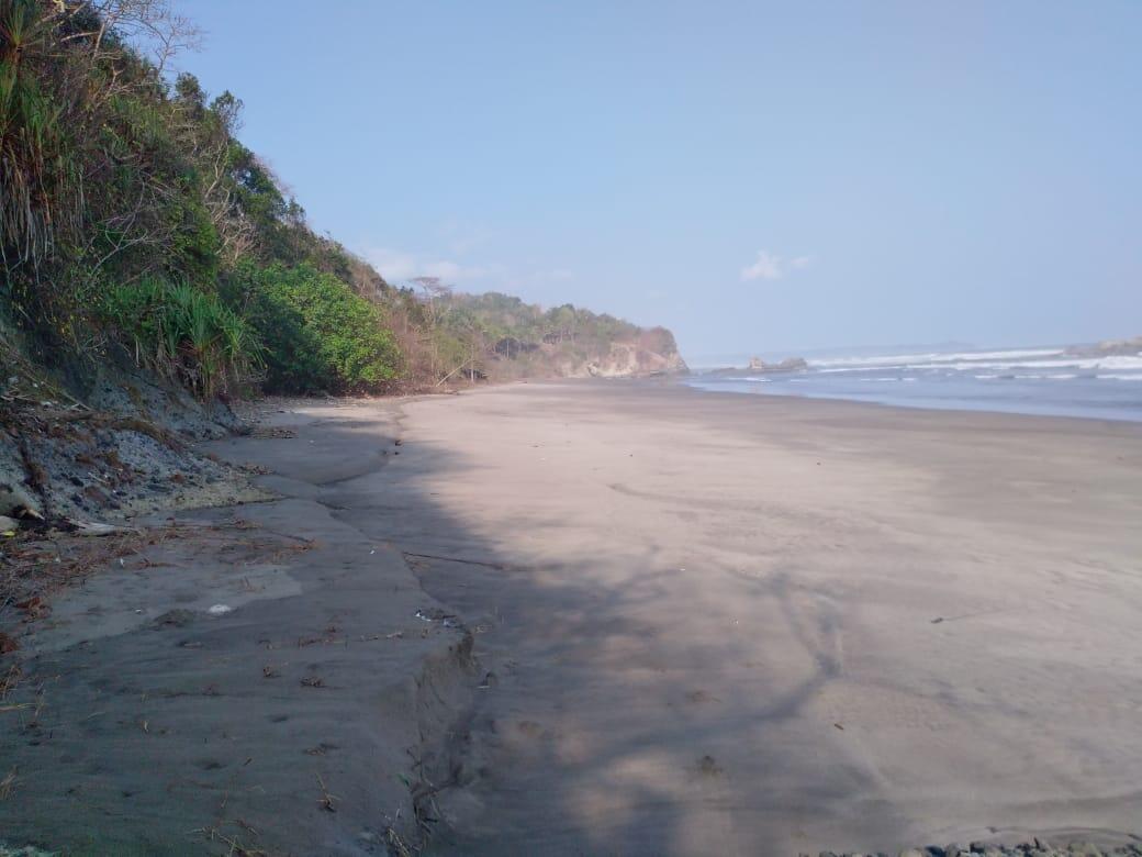 pantai perawan dekat dari jakarta by kereta api..hanya 8 jam