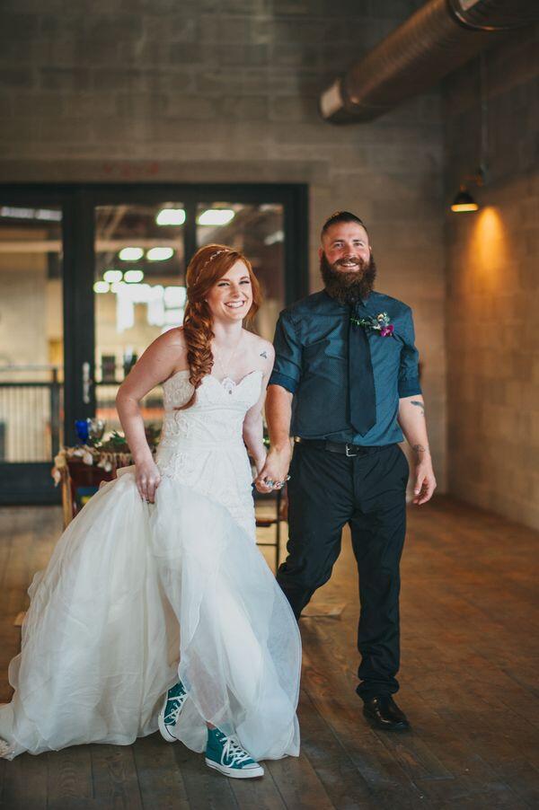 Ingin Tampil Beda di Hari Pernikahan? Ini 10 Gaya Brides dengan Sneakers