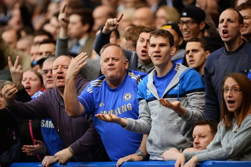 Dikirim ke Kamp Nazi Jadi Hukuman untuk Fans Chelsea yang Rasis!