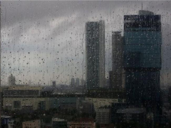 Hujan Diprediksi Guyur Jakarta Siang Hari
