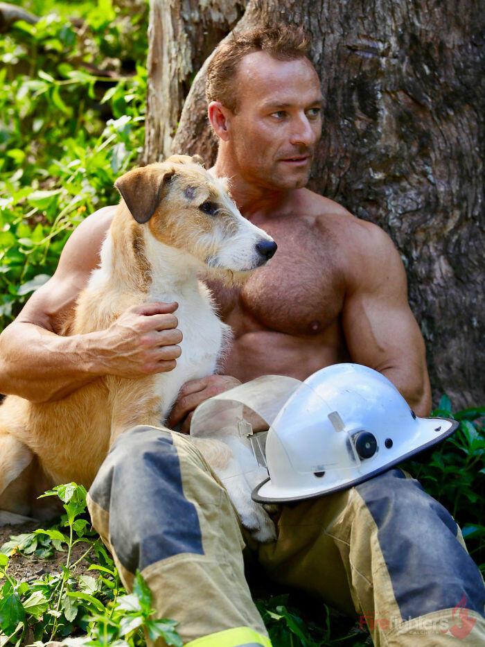 Untuk amal, Pemadam kebakaran Australia membuat kalender, uniknya malah bertema hewan