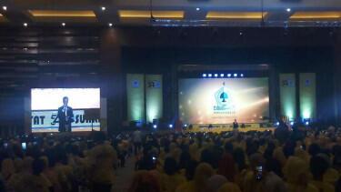 Hadiri HUT Golkar ke-54, Jokowi 'Takut Salah' Ngomong Politik