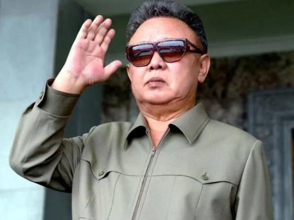 Orang bosan lihat Prabowo selalu pakai baju safari krem dan putih