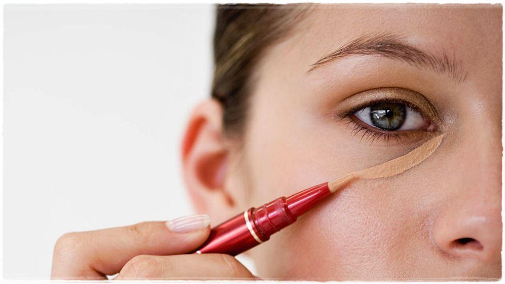 Mau Eyeliner Kamu Tahan Lama dan Ngga Luntur? Ini Rahasianya!