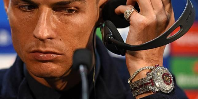 Berasa Miskin, Harga Jam Tangan Ronaldo 1.150 Kali Lipat Gaji Presiden RI