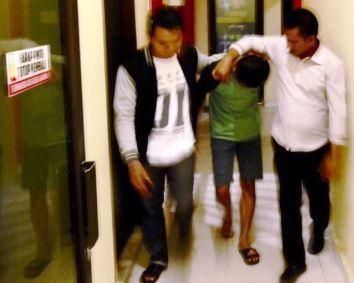 Buang Kotak Rokok Berisi Sabu, Oknum PNS Karimun Diciduk Polisi