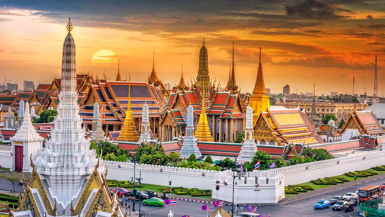 Dari MBK Mall Bangkok Menuju Grand Palace, Wat Pho dan Wat Arun