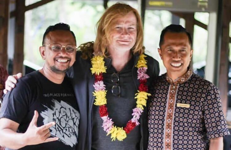 Ini Foto-foto Megadeth Ketika Mendarat di Yogyakarta