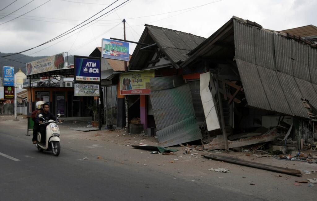 Rumah Korban Gempa Manfaatkan Kayu Sitaan