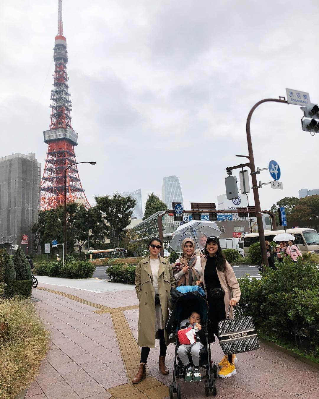 Bareng Anak, Ini 10 Potret Bahagia Marcella Zalianty di Jepang