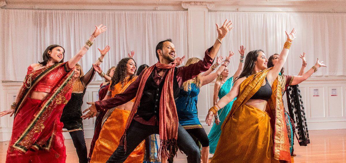 10 Lagu Bollywood Lawas yang Enak Banget Buat Joget, Yuk Nari!