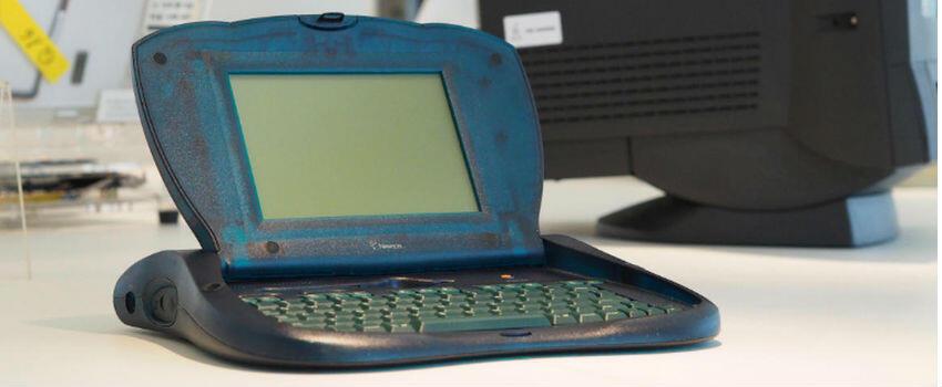 8 Gadget Konyol yang Pernah Diproduksi Apple, Banyak Orang Gak Nyangka